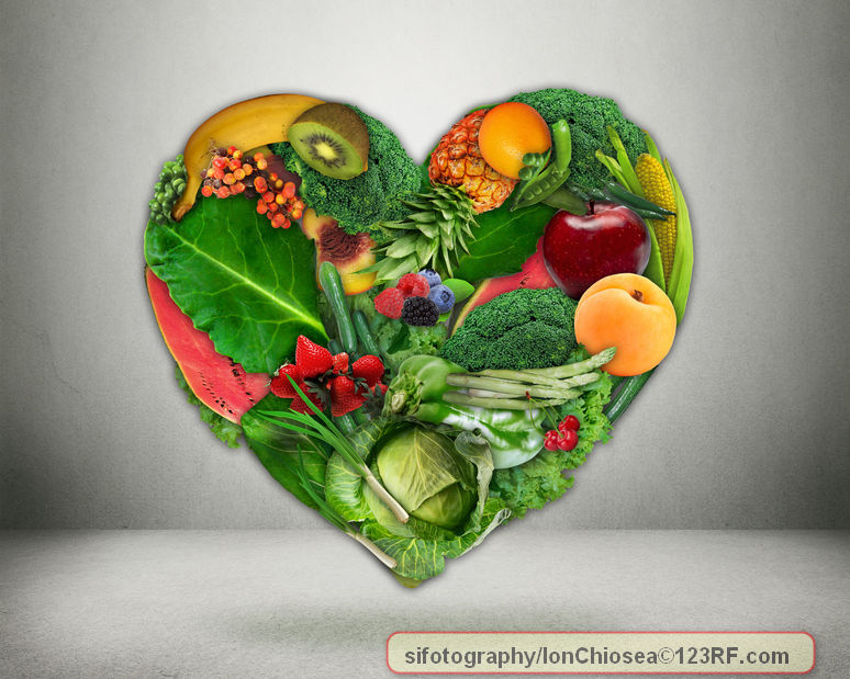 healthy diet choice and heart health concept. green vegetables and fruits shaped as heart heart disease prevention and food. medical health care and nutrition dieting, pat138241 / 123RF Stock Photo