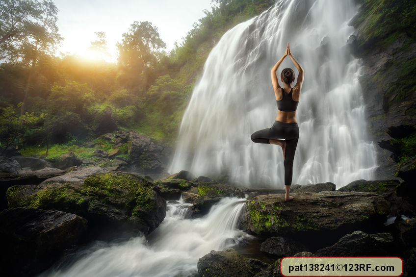young woman in a yoga pose at the waterfall, pat138241 / 123RF Stock Photo
